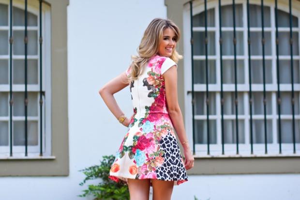 look-do-dia-look-da-noite-analoren-marina-casemiro-vestido-estampado-florido-vazado-vestido-festa-floral-azul-turquesa-pink-vermel-9